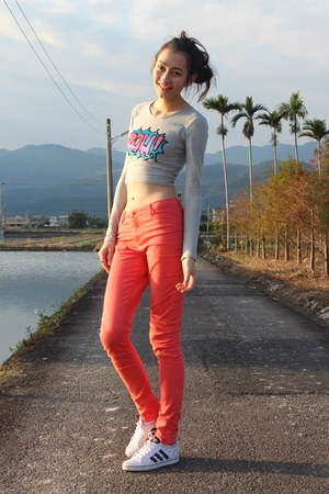 heather gray Motel Rocks top - salmon apricot Vero Moda jeans