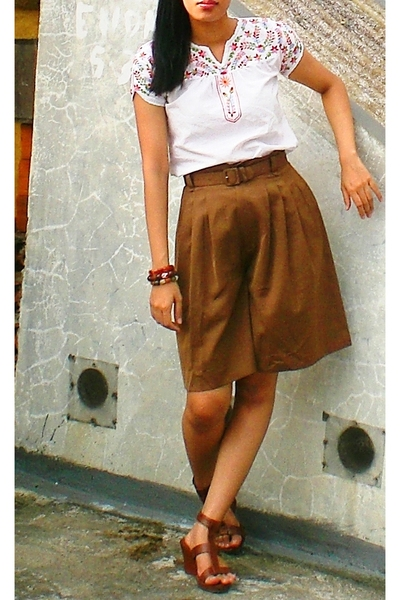 Tanah Abang market top - thrifted shorts - bracelet - ITC shoes