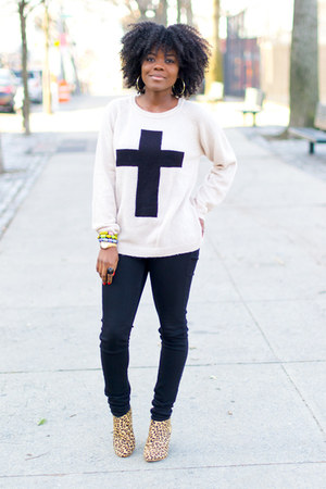 Forever 21 sweater - UO boots - Uniqlo jeans