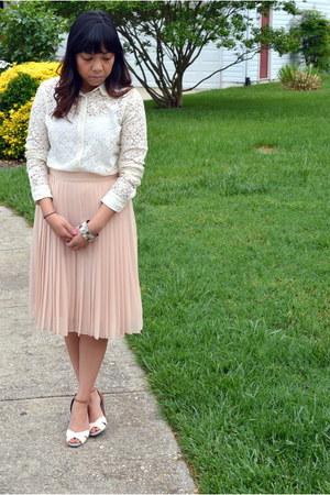 ivory lace Aritzia shirt - ivory Jessica Simpson shorts