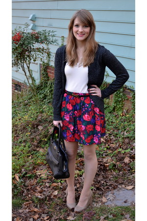 dark green floral print Cherokee skirt - black kate spade bag