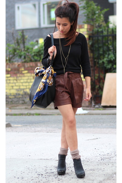 new look boots - Primark shorts - H&M jumper - Dorothy Perkins necklace