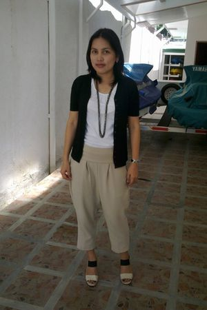 beige Bayo pants - Charles and Keith shoes