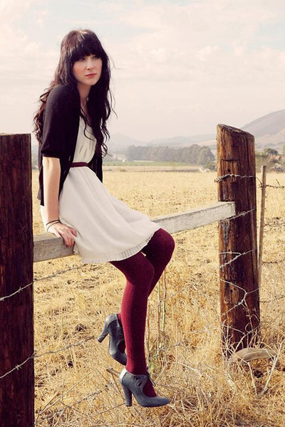 heather gray boots - ivory dress - crimson textured tights - brick red belt