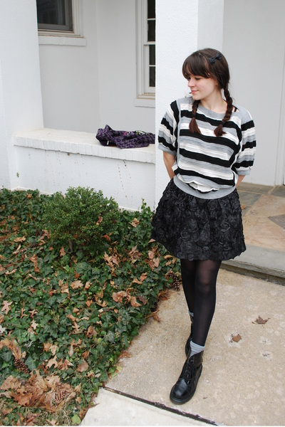 black thrited shirt - black Forever 21 skirt - black Dr Martens boots - black un