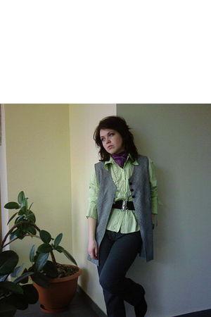 purple scarf - black belt - green shirt - gray vest - gray pants - black boots