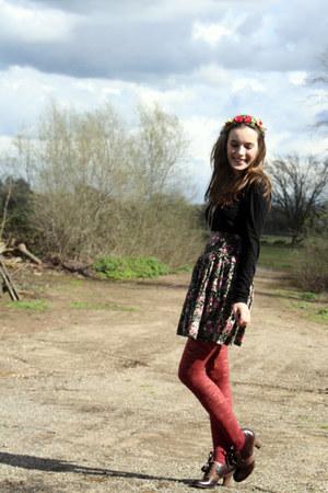black floral American Rag skirt - dark brown ribbon-laced shoes