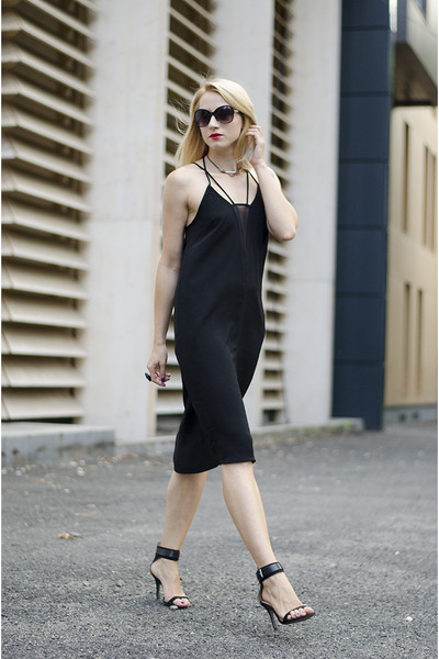 black H&M dress - black H&M sunglasses - black Zara sandals