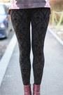 Black-skull-zara-leggings-magenta-h-m-boots-puce-floral-stradivarius-sweater