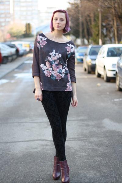 black skull Zara leggings - magenta H&M boots - puce floral Stradivarius sweater