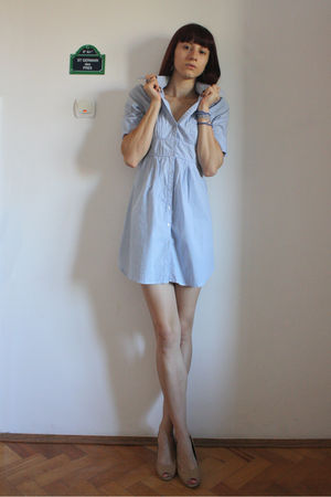 blue H&M shirt - beige bb up shoes