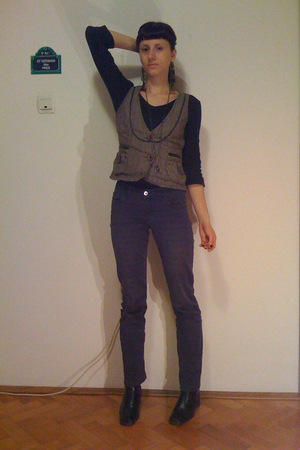 gray Promod vest - black shirt - blue H&M jeans - black No label boots - beige S