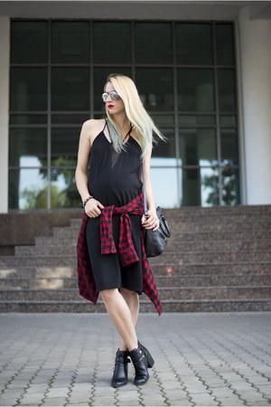 black H&M dress - red menswear Uniqlo shirt