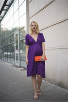 deep purple maternity Zara dress - gold Kristin Perry bracelet