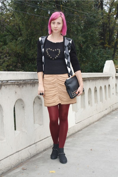 black random boots - black thrifted shirt - maroon Mondex tights