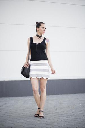 black lace up H&M top