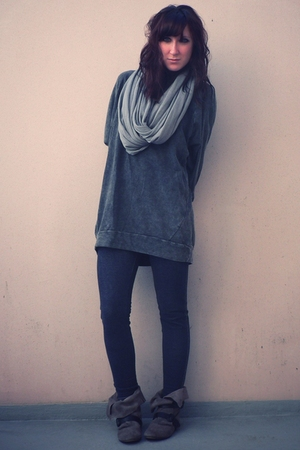 gray H&M sweater - beige Pull & Bear boots - blue H&M leggings