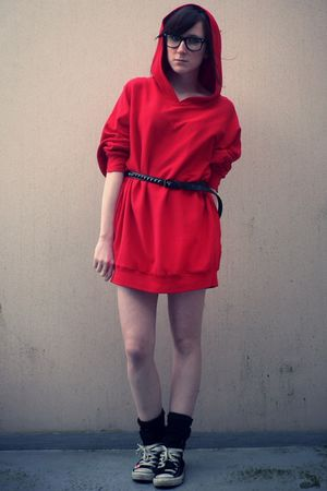 red American Apparel sweater