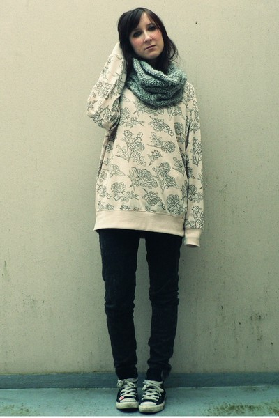 beige new look sweater - gray Zara jeans - black converses shoes