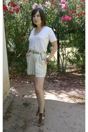vintage shorts - Urban Outfitters t-shirt - Nine West shoes
