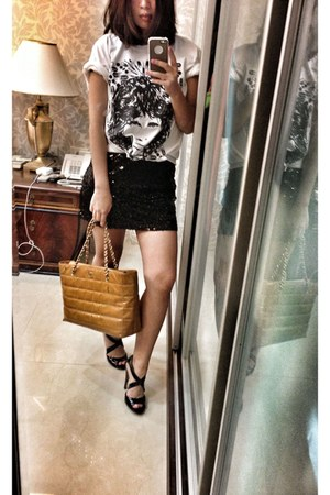 black H&M dress - gold Chanel bag - t-shirt - black heels