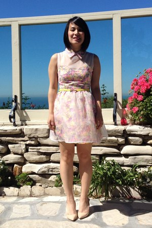 floral romwe dress - yellow kate spade belt - nude Vince Camuto heels