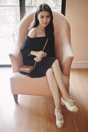 black off shoulder Chicwish dress - light brown Michael Kors bag