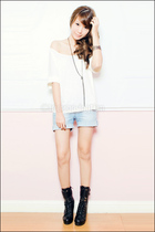 white loose Mango top - black Forever 21 boots - blue denim Mango shorts
