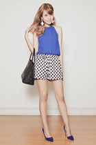 black Chanel bag - black printed apartment 8 shorts