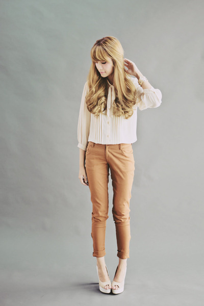 off white Bayo blouse - brown Bayo pants - off white sugarfree shoes heels