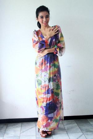 navy Zara dress - crimson Bruno Premi heels