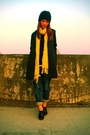 Yellow-a-f-scarf-black-calvin-klein-hat