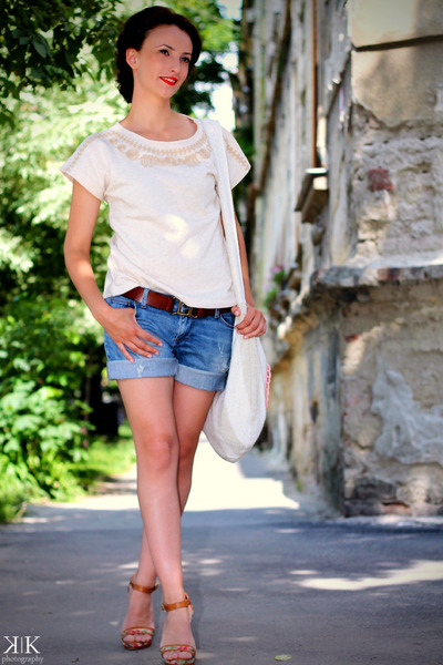 blue Zara shorts - cream Mango t-shirt - Stradivarius sandals