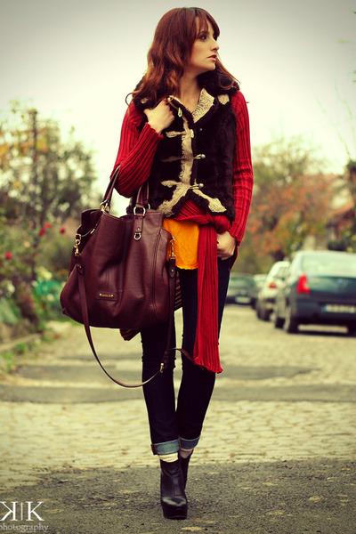 carrot orange Zara top - navy Zara jeans - crimson Musette bag