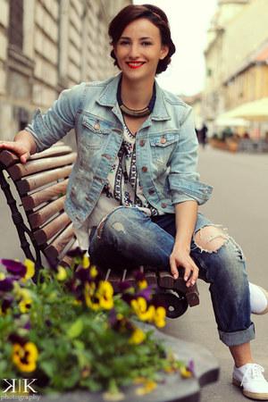 blue Zara jeans - white Adidas sneakers