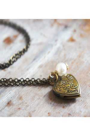Smitten Lovely necklace