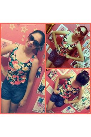 stars necklace - shorts - leopard print sunglasses