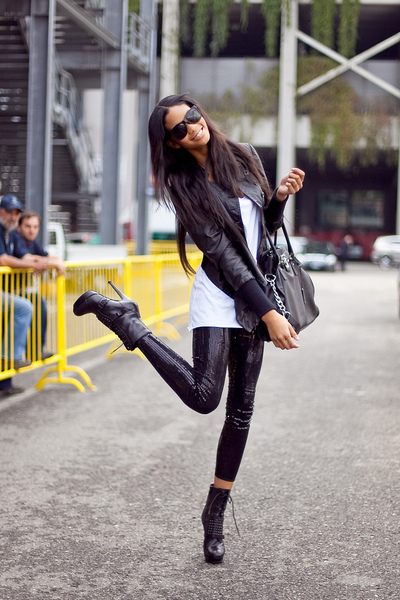 black jacket - white t-shirt - black leggings - black shoes