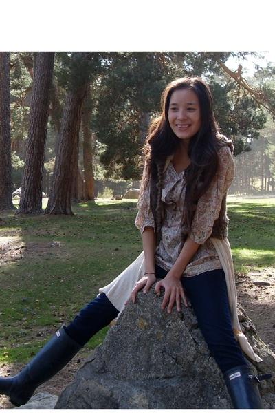 black Hunter boots - blue Zara jeans - Massimo Dutti blouse - brown Anna Sui ves