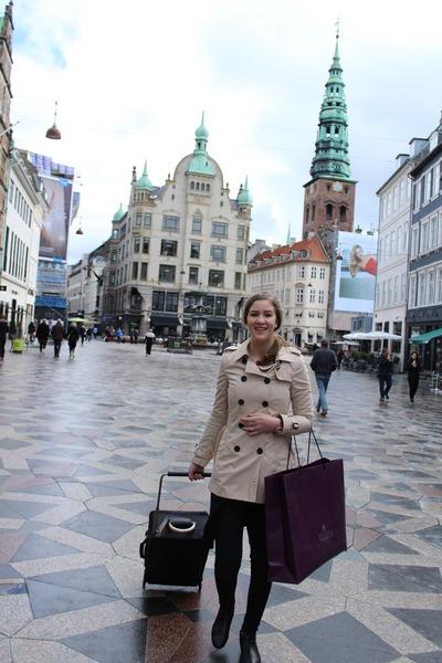 beige trench coat Stradivarius coat - navy bag illum bag