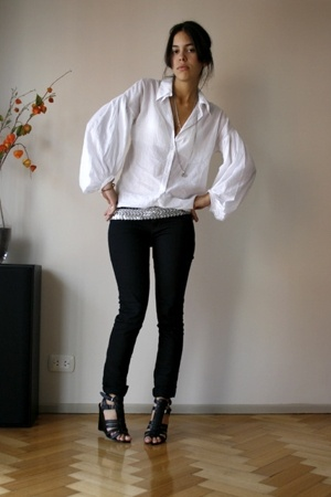 Como quieres que te quiera shirt - BDG jeans - Nine West shoes