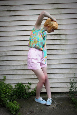 pink vintage shorts - blue vintage top - blue Gabes shoes