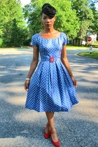 blue 1950s polka dot thrifted vintage dress - red classic pumps