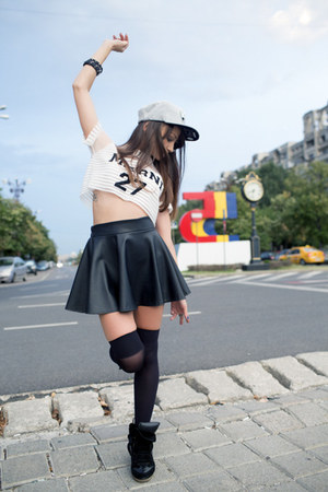 white mesh crop no name top - heather gray cotton snapback Mitchell & Ness hat