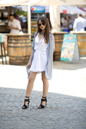 white loose cotton Zara dress - periwinkle Zara bag