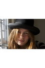 Black-vintage-hat-vero-moda-blouse
