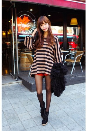 black faux fur hosi coat - peach sweater - red shorts
