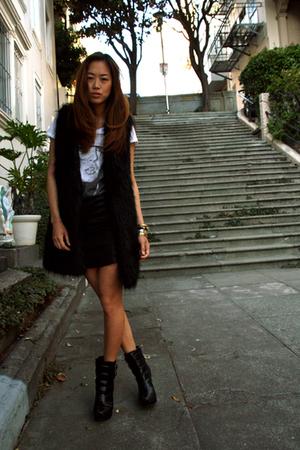 black H&M vest - black Alice  Olivia boots - white Zara t-shirt