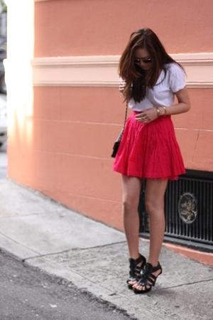random t-shirt - f21 skirt