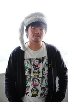 white vintage hat - black blazer - white neon t-shirt - gold fathers stuff acces